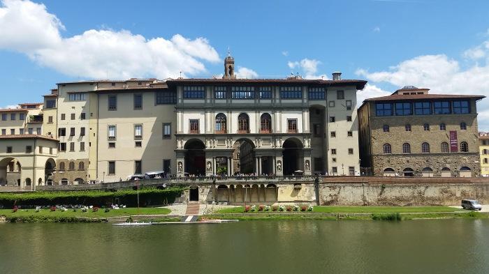 Oltrarno Uffizi 20170516_120630_JaP